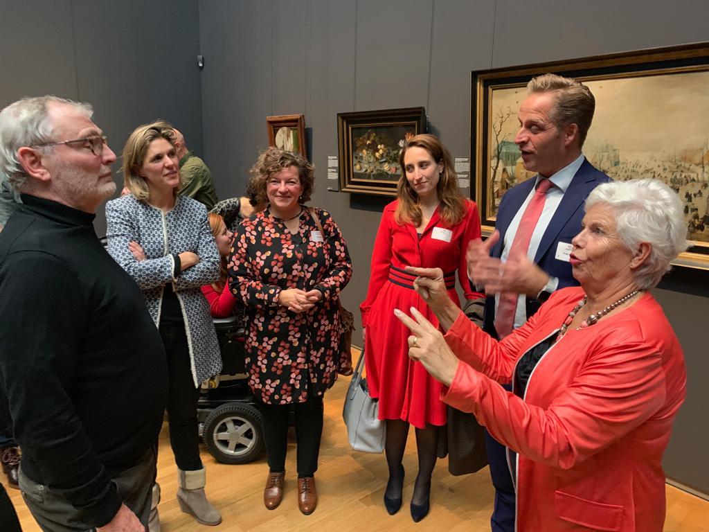 Groep mensen in het Rijksmuseum