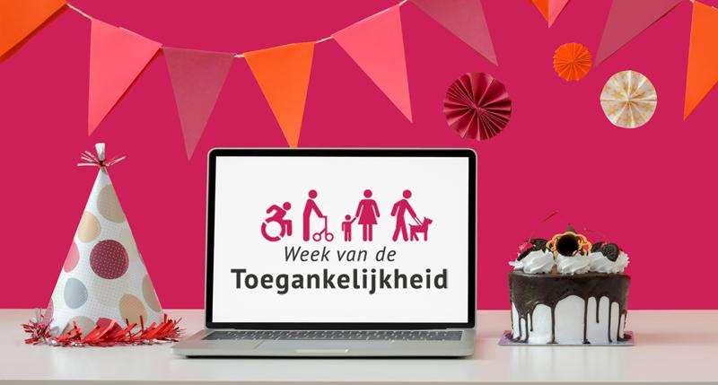 Slingers met in midden op tafel opengeslagen laptop met logo Week van de Toegankelijkheid in beeld